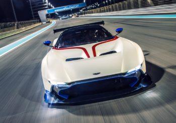 Les premières Aston Martin Vulcan essayées sur une piste F1